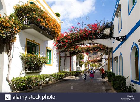 Alleyway at the old town of Puerto Rico, Gran Canaria