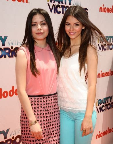 """04 June - """"iParty With Victorious"""" Premiere - VJA 2011"""
