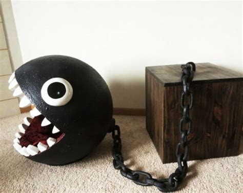 Cats love to be fed to Chain Chomps